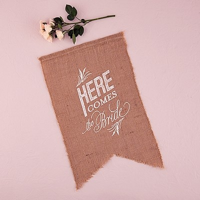 "Natural Burlap ""Here Comes the Bride"" Ceremony Sign (White)"