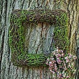 Weddingstar Medium-Sized Wicker and Faux Moss Square Frame
