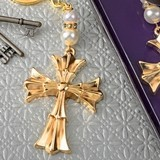 FashionCraft Gold-Finish-Metal Ornate Flared Cross Design Keychain