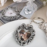 FashionCraft Vintage-Inspired Heart-Shaped Photo Holder Keychain