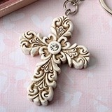 FashionCraft Baroque Design Vintage Cross-Themed Key Chain